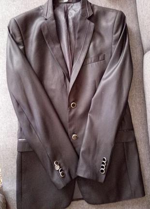 Обмен красивый костюм брюки и пиджак галстук в подарок