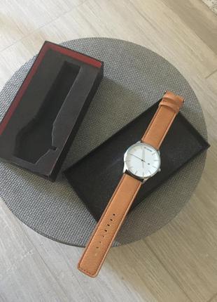 Серебристые часы на рыжем ремешке (бесплатная доставка)