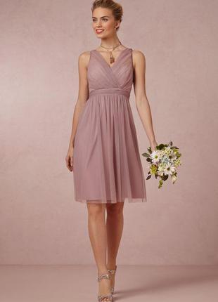 Лёгкое романтичное платье нюдового оттенка