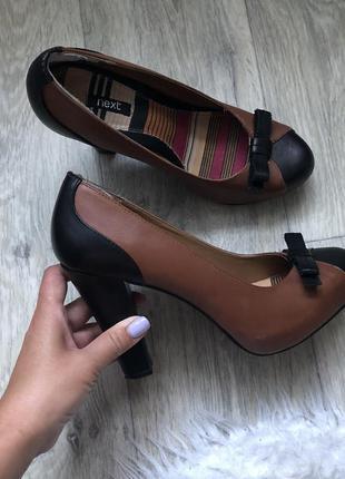 Туфли на толстом каблуке 39р