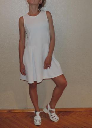 Красивое белое платье прозрачная спинка