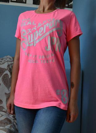 Яркая розовая  футболка размер м