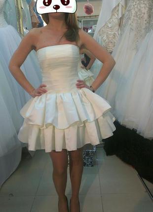 Шикарное короткое свадебное ( коктейльное )платье.