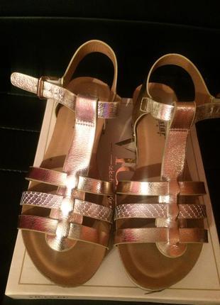 Босоножки сандалии золотистые,тренд сезона