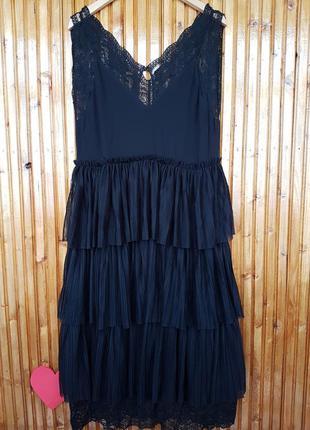 Сногшибательное кружевное платье миди плиссе h&m.