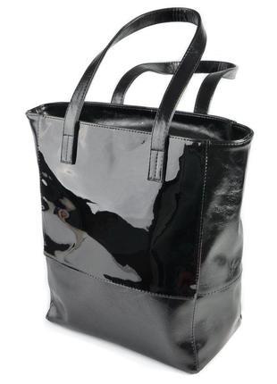 Черная вертикальная сумка шоппер с лаковыми вставками