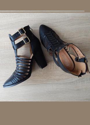 Стильные оригинальные босоножки, туфли на каблуке на 40-41р