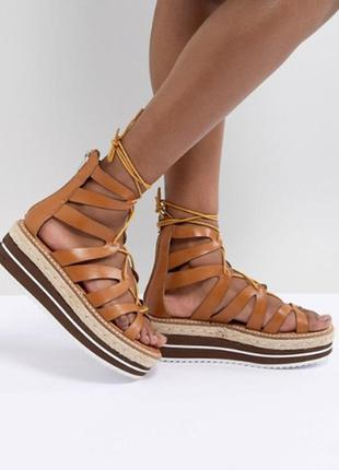 Стильные босоножки на каблуке и платформе asos