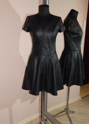 Классное кожаное платье итальянской фирмы poliit