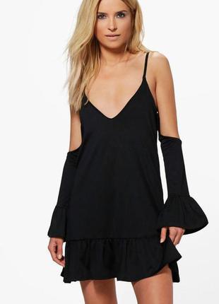 Новое черное платье с открытым плечами boohoo