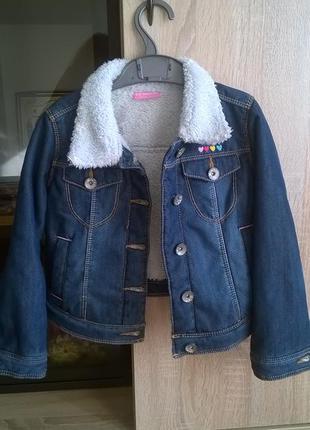 Стильная джинсовая курточка для маленькой модницы