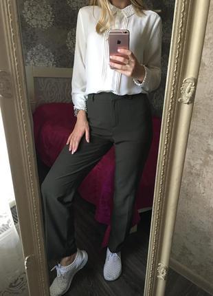 Стильные, классические брюки хаки
