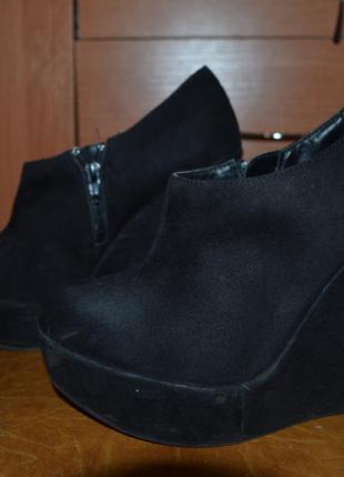 Шикарные ботиночки на танкетке