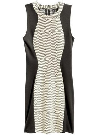 Платье с конрастными вставками по бокам