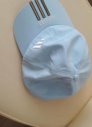 Изумительно красивая, летняя бейсболка голубого цвета. adidas