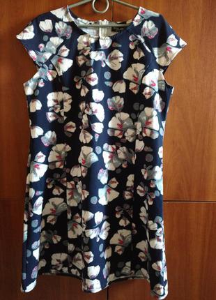 Короткое платье свободного кроя в цветочный принт