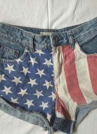 Короткие шорты с флагом