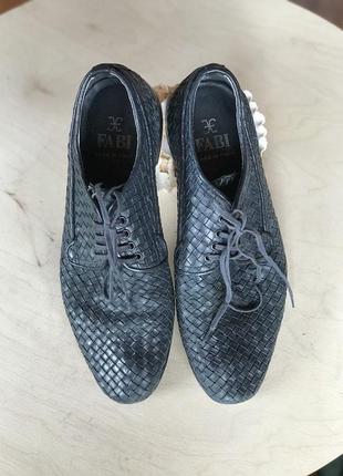Стильные плетенные туфли fabi