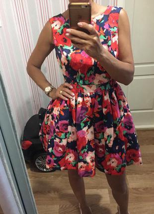Платье с пышной юбкой на выпускной или для вечера