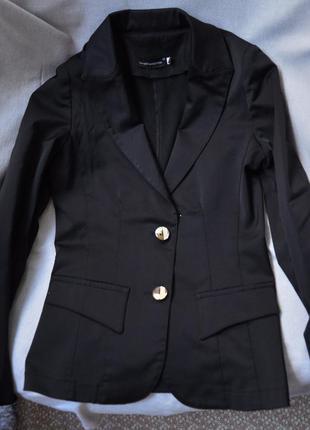 Приталенный пиджак, жакет на 2 пуговицы