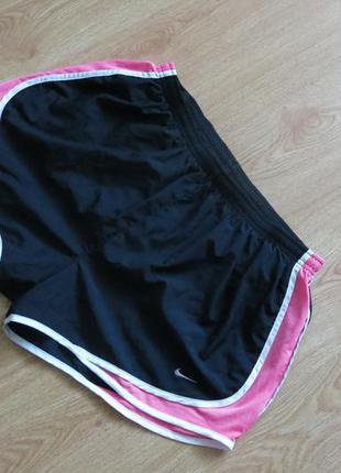 Свободные женские шорты nike для занятий спортом в зале или бега на улице
