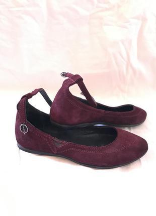 Бордовые туфли лодочки на низком ходу