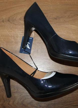 Классические лаковые туфли  caprice