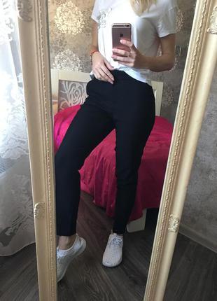 Классические , стильные брюки с карманами
