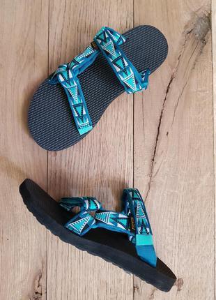 Женские сандалии teva