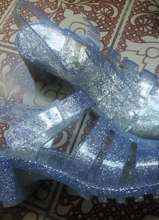 Резиновые прозрачные босоножки на каблуке с блестками 41р 26 см  стелька!скидка –15%