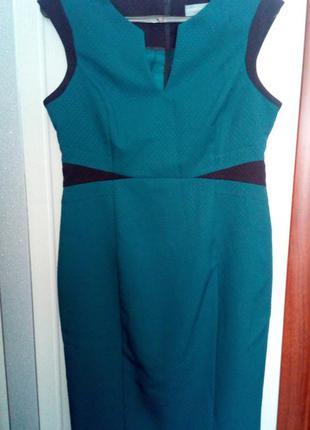 Стильное  платье футляр изумрудного цвета