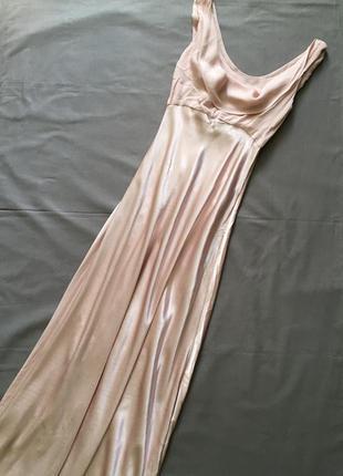 Безумно красивое длинное платье в пудровом цвете