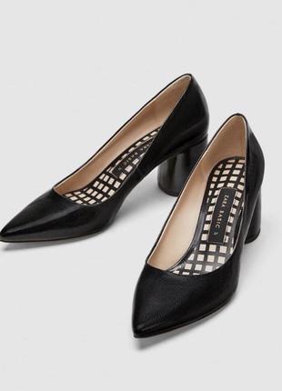 Черные туфли на широком каблуке zara с острым носом (лодочки)