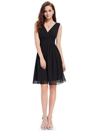 Легкое кружевное черное платье v- образный вырез
