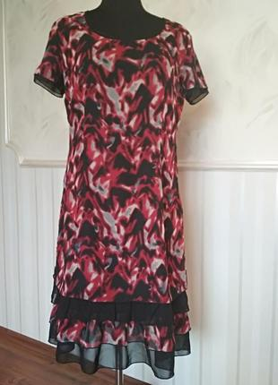 Красивое платье с оборочками, размер 48-50.