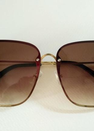 Квадратные очки в стиле известного бренда коричневые с пчелой