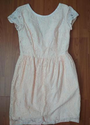Ніжне круживне плаття