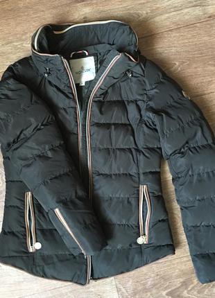 Очень красивая куртка moncler