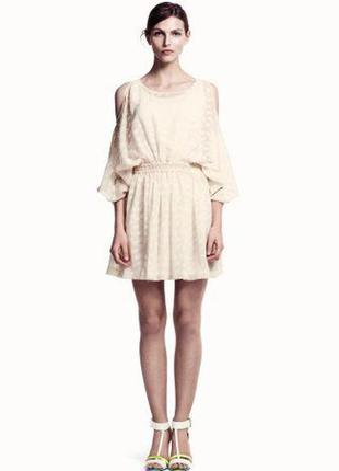Белое воздушное платье-накидка с открытыми плечами от h&m