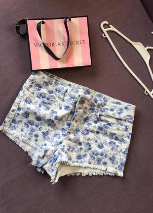 Клевые джинсовые шорты в цветы h&m
