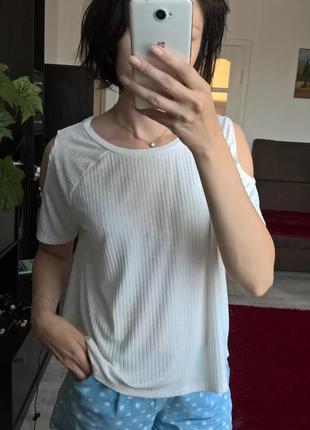 Белая футболка/блуза с вырезами на плечах/от f&f/в рубчик/свободная-sm