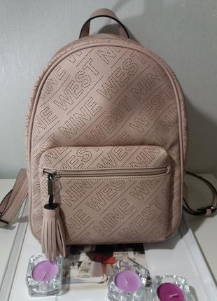 Пудровый  перфорированный  рюкзак nine  west    (   модель  annora)