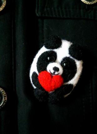 Валяная брошь панда, мягкая брошь, значок панда с сердцем, сухое валяние