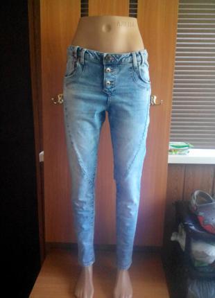 Классные джинсы бойфренды от vila