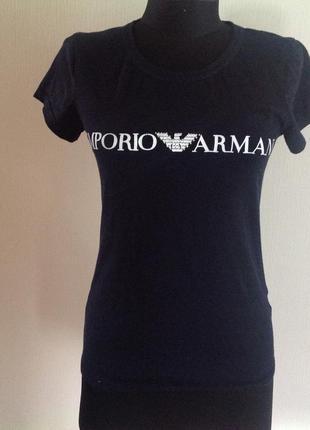 Черная футболка. логотип.
