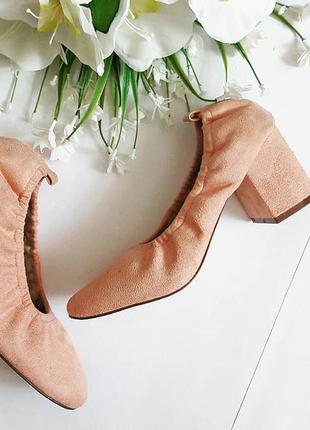 Туфли на блочном каблуке под замш.