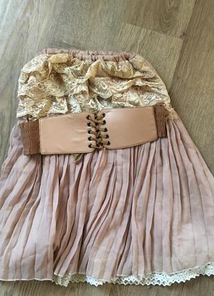 Шикарное платье с плиссированной юбкой