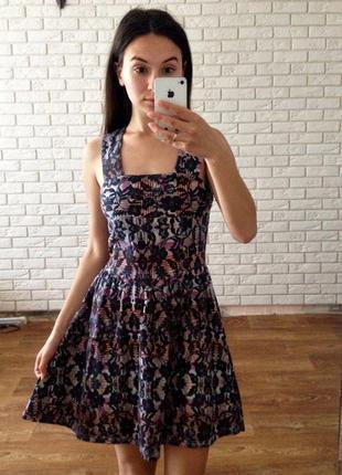 Большой выбор платьев - красивое платье миди красивой расцветки