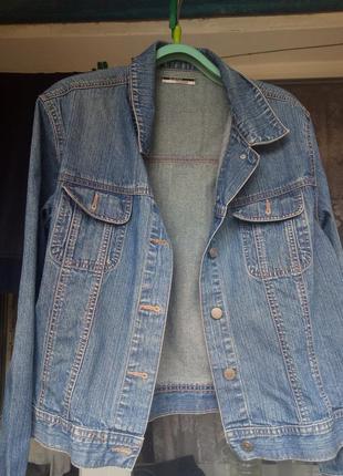 """Современная джинсовка в слегка """"застаренном"""" стиле фирмы george essentials"""