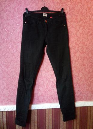 Черные джинсы скини